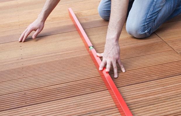 fixer planches det terrasse